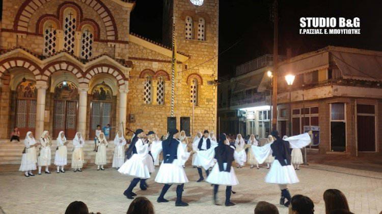 Ξεδιπλώνοντας τον χορό στην Αγία Τριάδα